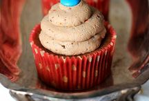 Cupcakes/Muffins/Frosting / by Lizz Barker