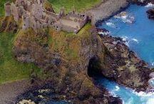 Ireland || Travel / Irland sollte auf jeder Bucket-List stehen! Denn diese Insel wird dich im Nu verzaubern! Sie zeigt dir ihre schönsten Seiten und lässt dich auf meter hohen Klippen von der weite des Atlantiks träumen! Hier findest alle wichtigen Tipps und die schönsten Landschaften von Irland! Ob Unterkünfte oder Roadtrips hier wirst du bestimmt fündig!