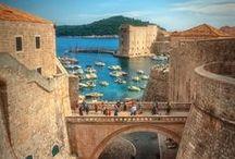 Croatia || Travel || Reisen / Du möchtest deinen nächsten Urlaub in Kroatien verbringen? Dann bist du hier genau richtig! Ich zeige dir die schönsten Städte in Istrien und wo du traumhafte Buchten & Strände in Kroatien finden kannst! Plus Top Empfehlungen für Ferienhäuser, Hotels & Unterkünfte an der Adria!