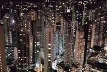 Hong Kong // Travel // Tipps / Hong Kong - eine Weltmetropole wo sich funkelnde Skylines & Geschichte abwechseln! Zwischen Hong Kong Dollar und Imbiss Buden mit Dim Sums wirst du dich bestimmt in diese Stadt verlieben! Ich verrate dir hier die besten Insider Tipps & Sehenswürdigkeiten wie den Big Buddha oder Tops Restaurant Empfehlung für diese Großstadt!