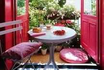 Un balcon tout neuf / Faites le plein d'idées pour aménager votre balcon pour un dîner à deux ou à quatre ou pour partager un bon petit-dej. Le tout à petits prix bien sûr ! / by Mistergooddeal