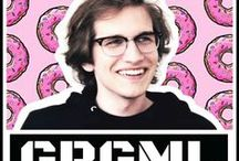 Grgml / Przystojny, mądry, charyzmatyczny youtuber!