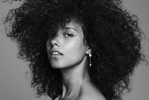 Natural Hair Celebrity Queens / If you're looking for natural hair celebrities, this page will inspire you. Here, you will find black women who have chosen to wear their natural curls under the spotlight. Want to know a little more about some of these ladies and their natural hair journeys? Check out www.naturalhairqueen.net/natural-hair-celebrities-to-inspire-you/.