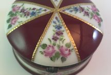 My paintings / Handpainted limoges box with gold relief