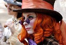 Carneval / Am 11.11. um 11:11h ist es wieder soweit. Die närrische Zeit beginnt. Fasching oder Karneval - je nach Region unterschiedlich - mit vielen Bräuchen. Kostüme und Brillen für diese Zeit finden sich hier.