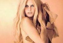 BB - Brigitte Bardot / Les plus belles photos de Brigitte Bardot -  Brigitte Bardot, née le 28 septembre 1934 à Paris, est une actrice de cinéma, mannequin et chanteuse française. Elle est également militante de la cause animale, fondatrice et présidente de la fondation qui porte son nom.  Wikipédia