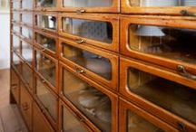 On DisPlay / Display cabinets, object and collection arrangements
