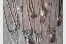 Teia Boho Design / Teia Boho Design é uma marca de acessórios handmade do Ateliê Teia. Acessórios em pedras naturais,cristais, couros e camurças. Tudo inspirado no estilo Boho, Gypsy e Hippie. Feito para pessoas de espirito livre!