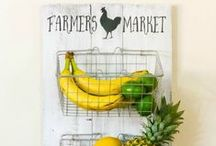 Farmhouse decor / Lots of inspiration for farmhouse decor including tons of DIY farmhouse ideas!