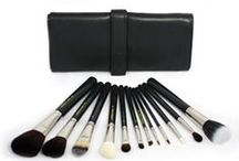 Tools / Brushes, applicators, disposables and other professional make-up artist tools