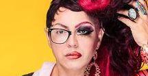 MAQUIAGEM PARA DRAG QUEEN / Já pensou em aprender as técnicas de uma maquiagem Drag Queen? Dicesar Ferreira, maquiador experiente e Drag, chega à Eduk para ensinar tudo o que você sempre quis saber e aprender sobre maquiagem Drag Queen!