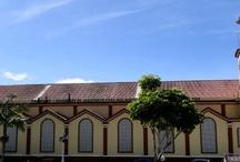 """Vélez  """"La capital del Folclor, el Tiple y la Guayaba"""" / Vélez Santander Colombia es una población capital de la provincia del mismo nombre, situada al sur de Santander, declarada la """"Capital Folclórica"""", famosa por el significado histórico, su iglesia atravesada, la industria de dulces elaborados con pulpa de guayaba y los festivales de la Guabina y el Tiple."""