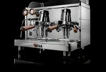 Mininova Classic / An elegant and reliable coffee machine with precious wooden details.