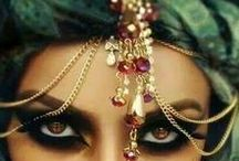 Sylvia`s Style / Sylvias Stil ist orientalisch, ausdrucksstark,  geheimnisvoll und glamourös, ihre Farbgebung ist Klar, Kühl und intensiv. Liz Taylor und Priscilla Presley haben Sylvia inspiriert.