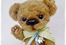 MORE TEDDY BEARS / More teddy bears by different bear artists