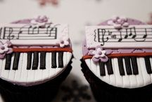 Piano Cake Birthday / Give you the piano cake! These cakes are in shape of piano. Download it for free.