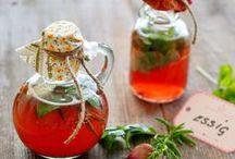 Einkochen / Obst, Gemüse und Mehr mit Zucker oder in Essig, Öl und Salz einkochen.
