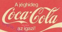 Coca-Cola - Pocket calendar / Hungarian pocket calendar. Coca-Cola theme. collection COLLECTOR KÁRTYANAPTÁROK GYŰJTÉS GYŰJTEMÉNYEK GYŰJTŐK KATALÓGUS HOBBY RETRÓ RETRO NOSZTALGIA Taschenkalender Kalenderkärtchen Calendario de bolso Calendario de bolsillo Karmannie-Kalendari Kalendarzyki-Kieszonkowe Kalendarzyki listkowe kapesni kalendarik Kapesní-Kalendáríky Kartickové kalendáríky Calendario tascabile Calendriers de poche collezionismo calendarietti Basque egutegia