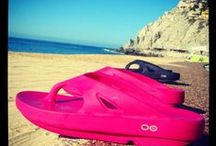 Summertime in OOFOS / OOFOS at the beach!