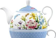 Teapots Large and Small / by Karen Steele