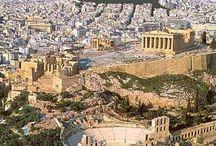 L'Acropoli di Atene / L'Acropoli di Atene è la più rappresentativa tra le acropoli greche. Sorge a 156 m d'altezza. È conosciuta anche come Cecropia, in onore del leggendario uomo-serpente Cecrope, il primo re ateniese.