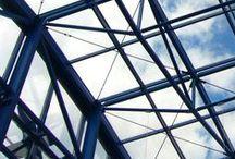 Sklo & Kov / Moderní bytové konstrukce v jednoduchém a čistém skleněno-kovovém stylu.