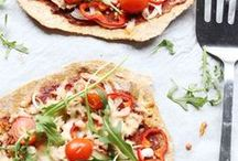 Easy Tortilla Flatbread Pizza recipes / Tortilla or flatbread is a great base for pizza. Also called Mexican pizza, tortilla pizza or flatbread pizza. These recipes show you the best lunch, diner and snack recipes. Using flour tortillas, gluten free tortillas, potato tortillas and many more.