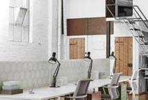 L'ESPACE DE TRAVAIL / L'aménagement de vos locaux professionnels transmettent vos valeurs d'entreprise et fidélise vos employés   + d'infos sur www.decoration-entreprise.be   #QVT #happyatwork #entreprise #deco #ambiance #imageemployeur