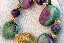 Geschenke Schmuck / Armbänder Unikate aus Halbedelsteinen handgefertigt in der Manufaktur Hernuss Wien