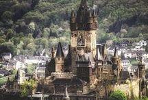 chateaux : réalité vs disney / Quand l'architecture se mélange avec l'univers de Disney. Ces châteaux digne d'un conte de fée, personnellemen j'adore !