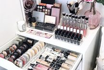 Make Up Area / Make up / beauty desk / dressing table area inspiration for me to totally lust over