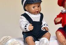 Muñecos Mini Juanín Bebé / En #DollsAndDolls tenemos a Juanín Bebé en tamaño mini con una altura de 20 centímetros y fabricado en vinilo. ¡Disfruta de este adorable #muñeco que perdura en el tiempo!