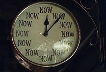 ¿Qué hora es? | What time is it? | Wie viel Uhr ist es? / by Manoli Martín Azkue