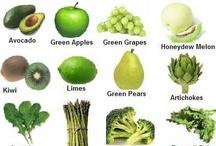 Frutas y verduras de color verde / Green vegetables and fruits / Alimenta tu bienestar con frutas y verduras. Los vegetales de color verde contienen clorofila, fibra, luteína, zeaxantina, calcio, ácido fólico, vitamina C, calcio y beta-caroteno. Los nutrientes que se encuentran en las verduras reducen el riesgo de cáncer, ayudan a bajar la presión arterial y los niveles de colesterol LDL y a normalizar el tiempo de digestión, apoyan la salud de la retina y la visión, combaten los radicales libres y aumentan la actividad del sistema inmunológico.