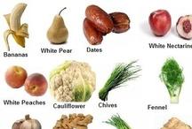 Frutas y verduras de color blanco   White vegetables and fruits / Alimenta tu bienestar también con frutas y verduras de color blanco. Sus nutrientes ayudan a reducir el riesgo de cáncer de colon, de mama y de próstata así como el de cánceres relacionados con hormonas.