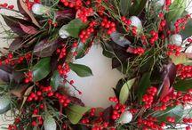Show Stopping Door Wreaths / Festive door wreath inspiration!