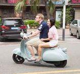 E-Bike-Scooter - Geplante Modelle / E-Bike-Scooter von Urbane-Heroes. Gilt als Fahrrad in Österreich lt. §1 Abs. 2a KFG 1967. 600 W | 25 km/h. 50-140 km Reichweite. Mobile Akkus zum Laden in der Wohnung oder im Roller. Keine Helmpflicht. Keine Anmeldung. Kein Pickerl. Keine KFZ-Versicherung. Fahren gegen Einbahnen*. Auf dem Fahrradweg. 2 Personen auf einem Scooter. Kindersitz. Parken auf Gehsteigen*. Fahren in Parks & auf Waldwegen*. Die komfortabelste Form der urbanen Fortbewegung. Ab € 999. *...sofern für Fahrräder erlaubt.