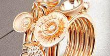 """Set of rings Jewellery / Несколько колец на одном пальце, часто свидетельствует о не развитом вкусе, но только не в нашем случае. Ювелирный Бренд Роскошь выпускает несколько """"линеек"""" составных колец, предоставляя возможность проявить собственное творческое видение кольца здесь и сейчас. Составные кольца могут приобретаться постепенно, тем самым можно получить удовольствие от их коллекционирования. Ширина составного кольца ограничивается только размером фаланги вашего пальца."""