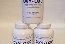 OXY OXC / ORIGINAL OXY-OXC - kyslíko-ozónové tablety - 180ks Jedná se o DOPLNĚK STRAVY - speciálně připravenou sloučeninu peroxidu hořčíku s aktivovaným kyslíkem (ozónem O3) s přidaným vitamínem C a s přírodními bioflavonoidy. Vysoce koncentrovaný kyslík v kombinaci s hořčíkem a vitamínem C, je bezpečný způsob oxygenace našeho organizmu. Nejvýznamnější účinky spojené s užíváním tablet: odstraňují toxické látky a aktivují celý střevní trakt.  Užívání: Doporučená dávka je 1 – 2 kusy tablet denně.  Pro dodání energie stačí 1 tableta denně, pro vyčištění střevního traktu doporučené užívání 2 tablety denně.  Složení: 2 kapsle (1,2g) obsahuje: kyselina askorbová 150 mg, magnesium 380 mg, sodík 50 mg, komplex bioflanoidů 50 mg Výrobce: International Trading Network, San Rafael, CA 94901 Výrobek byl schválen Státním zdravotním ústavem České republiky. HEM-350-7.3.02-7668  MNOŽSTEVNÍ SLEVY 1 balení OXY 875 kč 2 balení OXY 850 kč 3 balení OXY 825 kč 4 a více balení OXY 800 kč