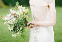 BOUQUETS | VERT / Green foliage and flowers / by S.Marie Zins