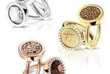 MIMONEDA / Een sieraad waar u eindeloos mee kunt combineren, dat zijn de Mi Moneda kettingen. De sierlijke colliers, verkrijgbaar in diverse lengtes, zijn bedoeld om munten aan te dragen. De munten bestaan uit verschillende afbeeldingen, patronen en zijn verwisselbaar, waardoor u een eigen stijl kunt creëren. Doordat alle Mi Moneda sieraden te verkrijgen zijn in de kleuren rosé, goud en zilver, is Mi Moneda helemaal van deze tijd.
