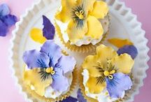 decorate cakes or cookies - flowers...