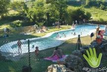 Un día de piscina / En #Asturias las playas son únicas, no cabe duda, pero alternarlas con la piscina no está nada mal, especialmente si son singulares, como estas.