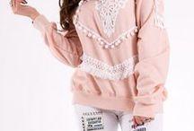 New collection - Hauts / Une mode féminine,un look élégant, une tenue chic. Vous trouverez des hauts tendances. Des chemises en coton, des chemisiers en soie, des blouses en mousseline, des tshirts, des pulls, des sweats