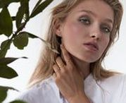 MANFIELD ♥ LUZ / Prachtige kettingen in het goud en zilver, stijlvolle armbanden en bijpassende oorbellen. De sieraden van LUZ geven iedere outfit de juiste dosis elegantie.
