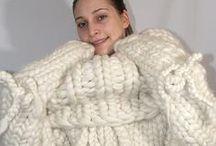 Monster Grobstrick / Gigantic Knitting / Mega dick gestrickte Wollsachen in Nadelstärke 25 und 35mm. Extrem chunky knitting in needle size 25 and 35mm