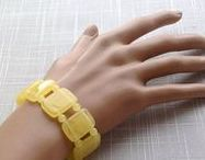 Amber bracelets / Beautiful bracelets made from natural Baltic amber 美丽的手镯由天然波罗的海琥珀制成