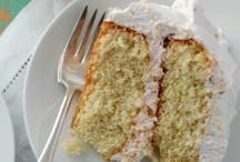 Food: Cakes / by Jessica Christine