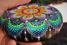 A1-Painted round stones / Big dotter