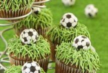 Lustige Ideen rund um Fußball / Wir haben die lustigsten DIY-Ideen für die passende Fußball-Deko zum Selberbasteln zusammengestellt. Außerdem findest du witzige Rezepte für ausgefallene Kuchen im Fußball-Look und geniale Geschenke zum Geburtstag für den ultimativen Fußballfan. Lass dich überraschen!
